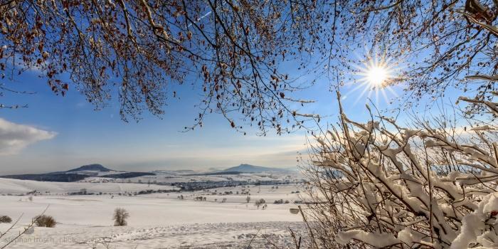 """Landschaft im Hegau mit """"Hohenstoffeln"""" und """"Hohenheewen"""", D-Watterdingen, 31.12.2014 (Foto: S. Trösch)"""